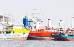 在口岸的许多船船锚。 免版税库存照片