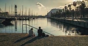 在口岸的野餐在巴塞罗那 免版税库存照片