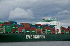 在口岸的货柜船 库存图片
