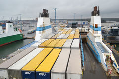 在口岸的货船在赫尔辛基附近 免版税库存图片