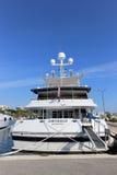 在口岸皮埃尔旋律停住的游艇在戛纳 图库摄影