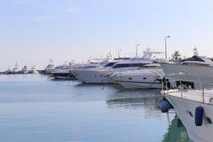 在口岸皮埃尔旋律停住的游艇在戛纳 库存图片