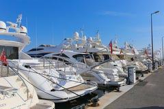 在口岸皮埃尔旋律停住的游艇在戛纳 免版税库存图片