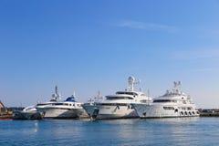 在口岸皮埃尔旋律停住的游艇在戛纳 库存照片