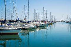 在口岸等待的游艇 里米尼,意大利 免版税库存图片