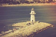 在口岸阿拉尼亚,土耳其的灯塔 钓鱼地中海净海运金枪鱼的偏差 库存图片