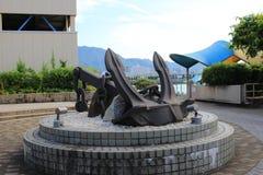 在口岸附近的船锚雕塑在Mihara 免版税库存图片