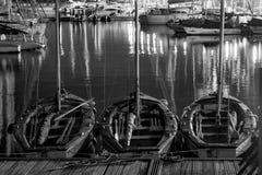 在口岸靠码头的风船在晚上-特拉维夫,以色列 库存图片