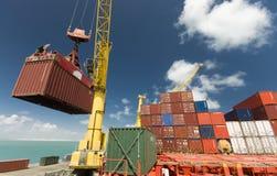 在口岸,巴西,南美的货物操作 免版税库存照片