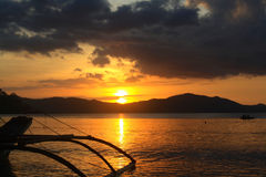 在口岸巴顿-菲律宾的日落 免版税库存照片