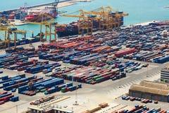 在口岸de巴塞罗那的运输货柜 图库摄影