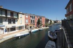 在口岸Grimaud,法国的运河 免版税库存图片