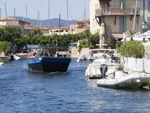 在口岸Grimaud,法国的运河 库存图片
