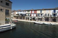 在口岸Grimaud,法国的运河 图库摄影