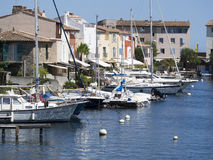 在口岸Grimaud,法国的运河 免版税库存照片