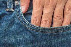 在口袋斜纹布的手 免版税库存图片
