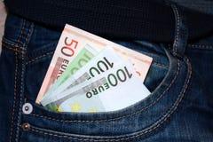 在口袋的欧洲笔记 免版税库存照片