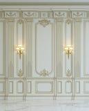 在古典样式的白色墙板与镀金料 3d翻译 库存例证