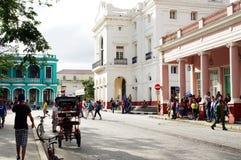 在古巴城市街道上的生活  库存图片