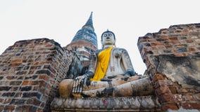 在古庙的大菩萨雕象 免版税库存照片