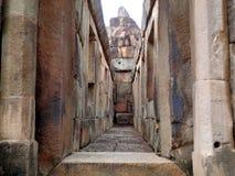 在古庙的石走道,武里喃府 免版税库存图片