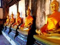 在古庙的菩萨雕象 图库摄影