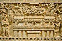 在古庙,清迈, THAIL的佛教雕刻的艺术墙壁 免版税库存图片