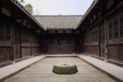 在古老中国住宅大厦庭院里很好扔石头 库存照片