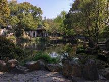 在古老中国庭院的春天风景在无锡市 免版税库存照片
