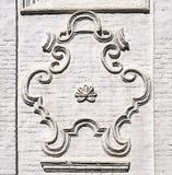 在古老俄国教会墙壁上的漩涡花饰在Totma 库存图片