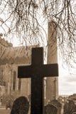 在古老坟园的乌贼属十字架 免版税库存照片