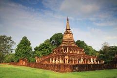 在古老塔附近的大象雕象Wat的张Lom 免版税库存照片