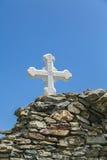 在古老墙壁的正统十字架 免版税库存照片