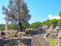在古老奥林匹亚站点的废墟在希腊 图库摄影
