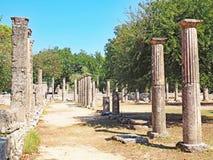 在古老奥林匹亚站点的废墟在希腊 免版税库存照片