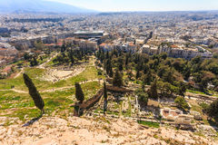 在古老废墟的鸟瞰图在上城小山下 免版税图库摄影