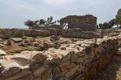 在古老教会废墟的专栏在Aliki考古学站点, Thassos海岛,希腊 库存图片