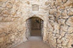 在古老无背长椅堡垒的老门道入口 免版税图库摄影