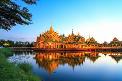 在古老泰国启迪的亭子, Samutparkan,泰国 库存照片