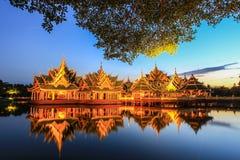 在古老泰国启迪的亭子, Samutparkan,泰国 免版税库存照片