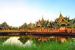 在古老泰国启迪的亭子, Samutparkan,泰国 库存图片