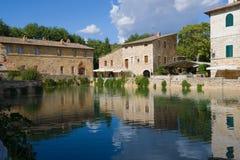 在古老热量水池的一晴朗的9月天,意大利 免版税库存照片