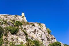 在古老石堡垒顶部的老烽火台 图库摄影
