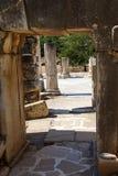 在古老罗马废墟的门道入口 库存图片