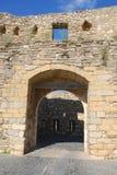 在古老被加强的城市墙壁的入口曲拱,莫雷利亚 库存照片