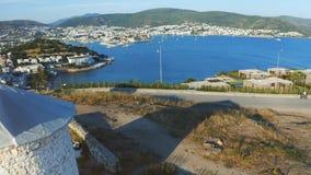 在古老风车的慢上升的射击 Releaving海湾和度假胜地博德鲁姆 欢迎到土耳其概念 股票录像