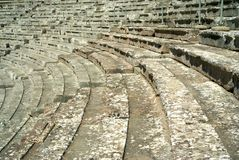 在古老Epidaurus剧院的台阶在希腊 库存图片