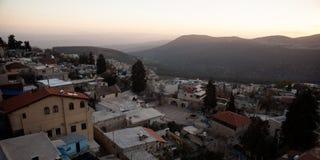 在古老hasid, Ortodox犹太采法特老市的典型的viev 库存图片