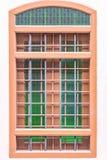 在古色古香的窗口的弯曲的钢 库存图片