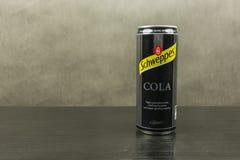 在可乐味道- Schweppes品牌的碳酸化合的软饮料 库存照片